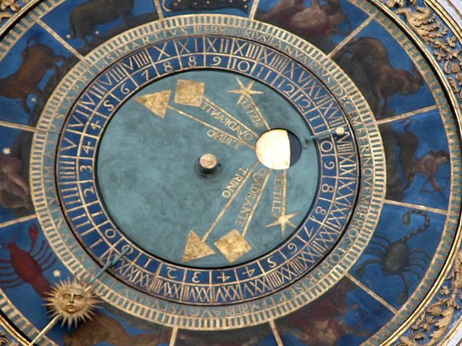 L'orologio di Piazza Loggia: il fascino del tempo, il calendario, gli astri